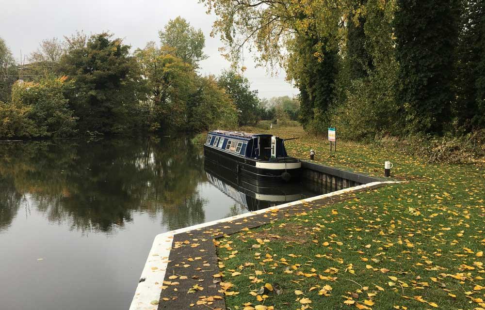 narrowboat off grid uk autumn